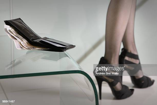 wallet on table, woman's legs in stockings & heels - lap dance photos et images de collection