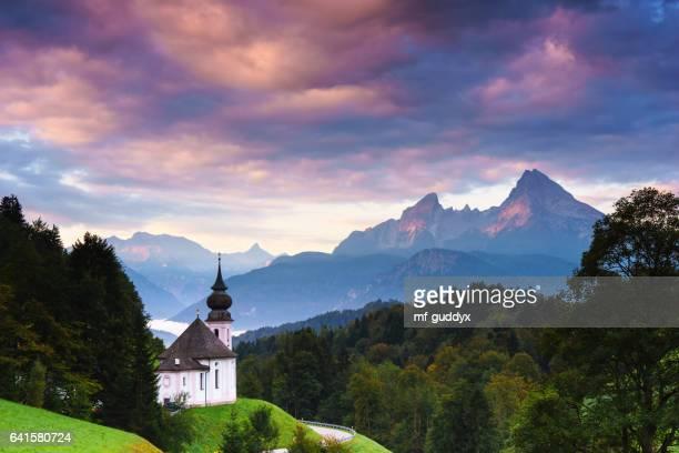 wallfahrtskirche maria-gern in berchtesgaden mit watzmann - bavaria stock photos and pictures