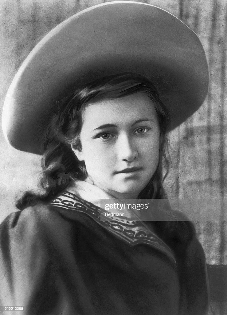 Wallis Warfield Pictured at the Age of Ten : News Photo