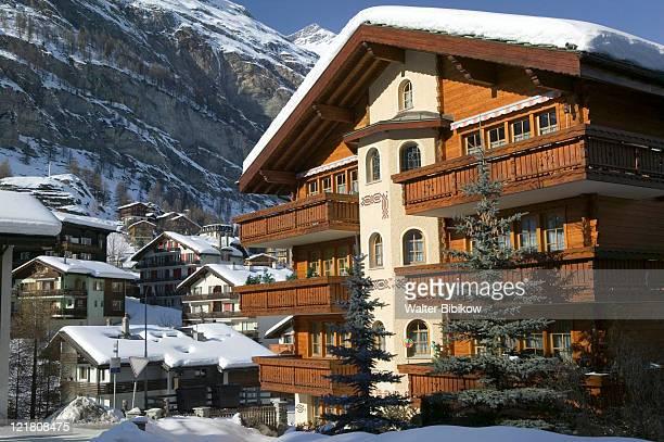 wallis/valais, zermatt, ski chalets - chalet stock pictures, royalty-free photos & images