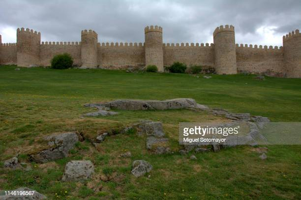 walls of avila - fortified wall stock pictures, royalty-free photos & images