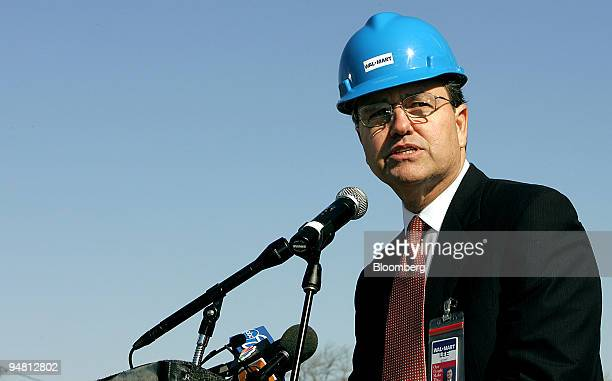 WalMart Chief Executive Officer Lee Scott speaks during a news conference on the grounds of a future WalMart store in Chicago Illinois Tuesday April...