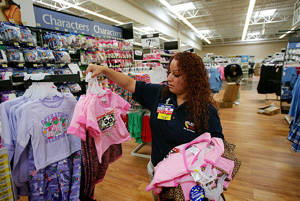 """Wal-Mart Opens First 24-Hour """"SuperCenter"""" In LA County"""