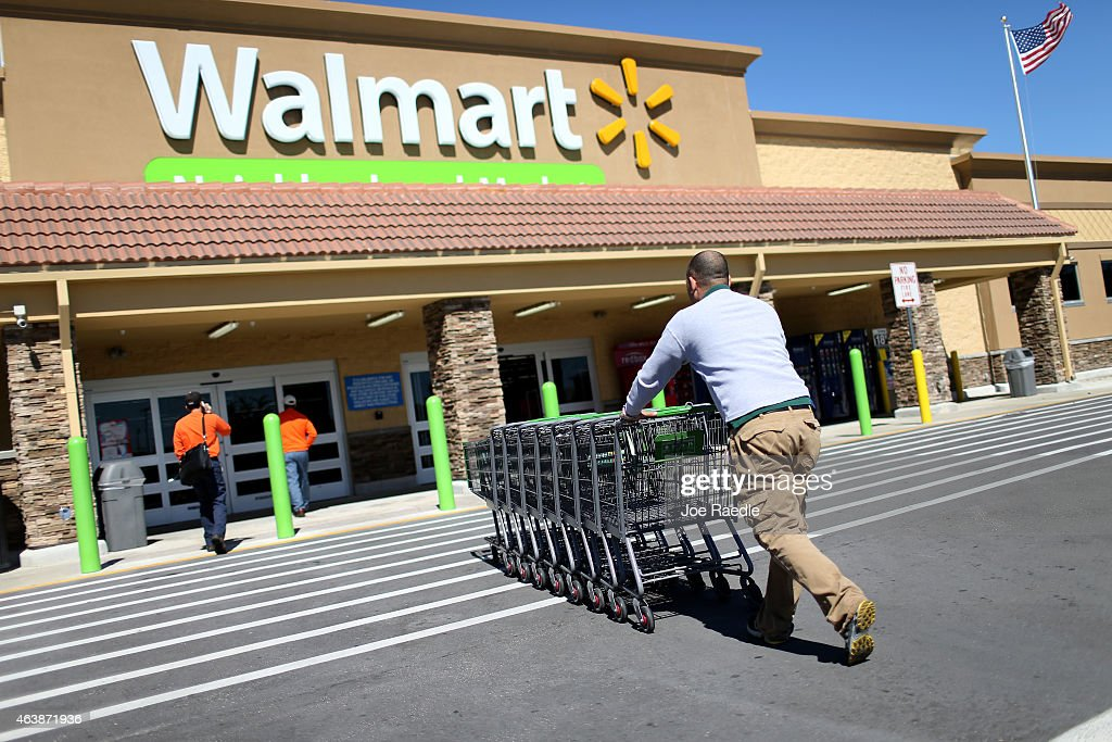 Wal-Mart Announces Its Increasing Wages : News Photo