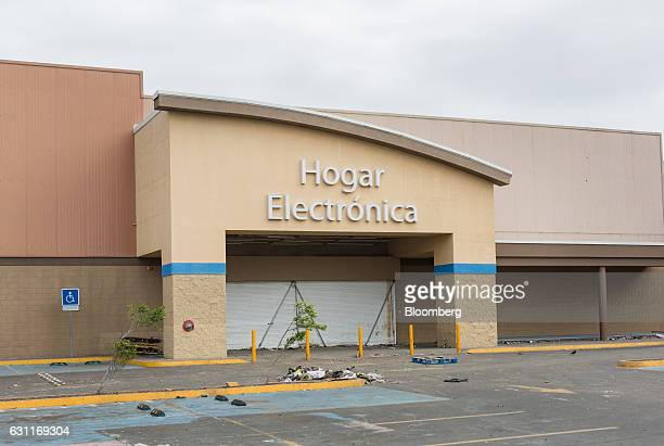 A WalMart Stores Inc location stands closed after looting in Veracruz City Mexico on Saturday Jan 7 2017 Mexico's National Association Of Retail And...