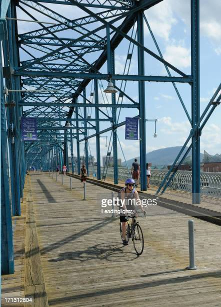 walnut street bridge, chattanooga - chattanooga stock pictures, royalty-free photos & images
