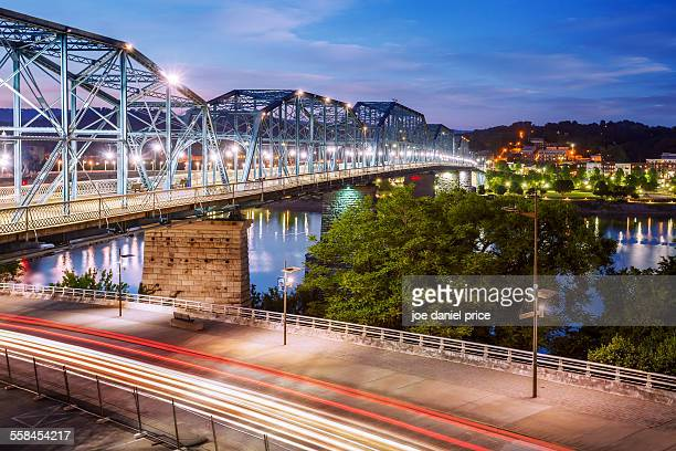 walnut street bridge, chattanooga, tennessee, us - chattanooga stock pictures, royalty-free photos & images