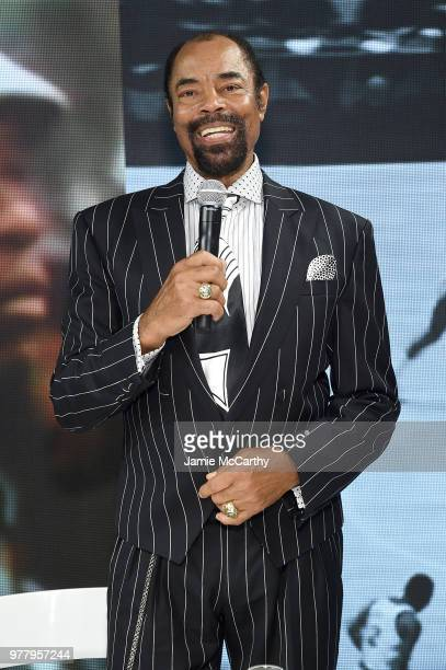 7f4ab690415550 Walt  Clyde  Frazier signs the first ever life long contract with PUMA at  the