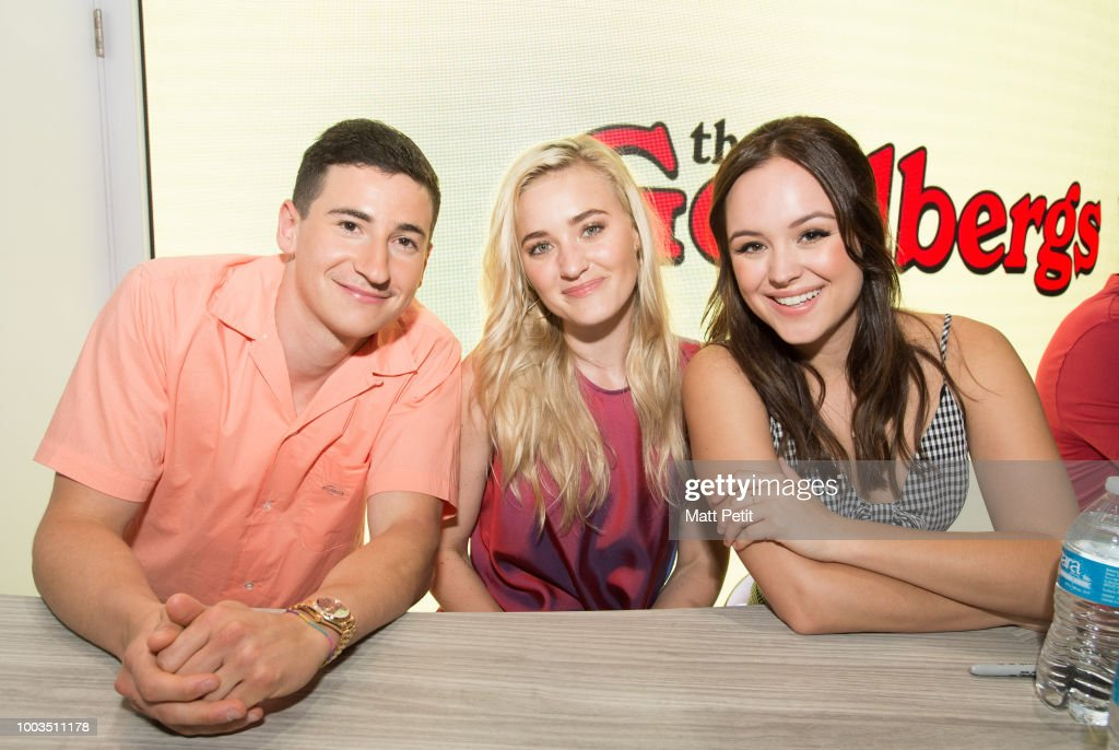 Abcs the goldbergs abc brings the star power to comic con international 2018 with talent m4hsunfo