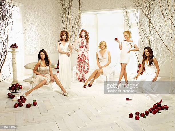 HOUSEWIVES Walt Disney Television via Getty Images's Desperate Housewives stars Teri Hatcher as Susan Mayer Dana Delany as Katherine Mayfair Marcia...