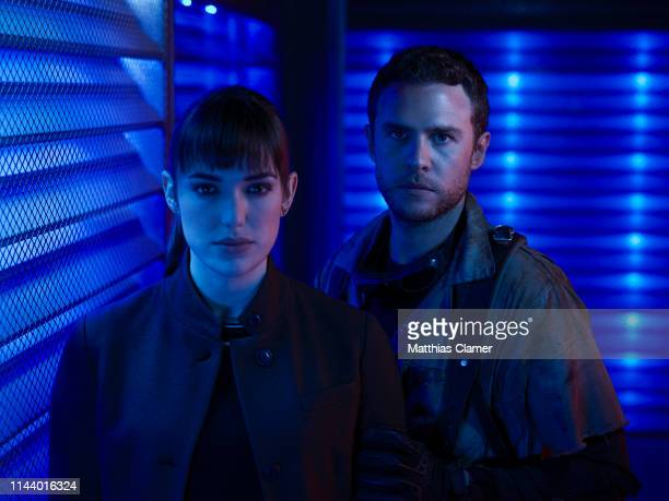 S AGENTS OF SHIELD Walt Disney Television via Getty Images's Marvel's Agents of SHIELD stars Elizabeth Henstridge as Agent Jemma Simmons and Iain De...
