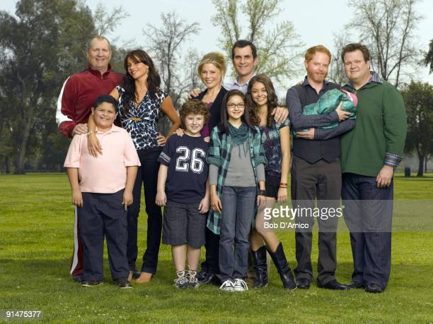 "Walt Disney Television via Getty Images's ""Modern Family"" stars Ed O'Neill as Jay, Rico Rodriguez as Manny, Sof�a Vergara as Gloria, Nolan Gould as..."