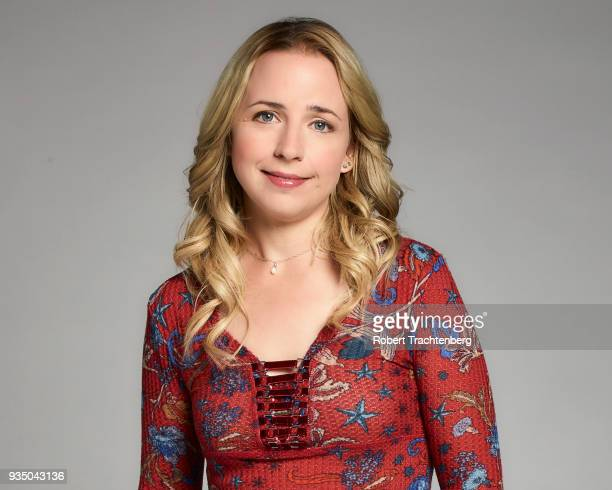 ROSEANNE Walt Disney Television via Getty Images's Roseanne stars Lecy Goranson as Becky Conner
