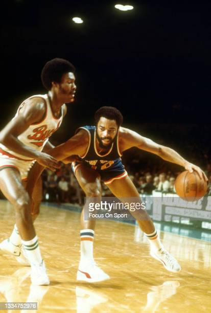 Walt Frazier of the New York Knicks dribbles the ball against the Milwaukee Bucks during an NBA basketball game circa 1977 at the MECCA Arena in...