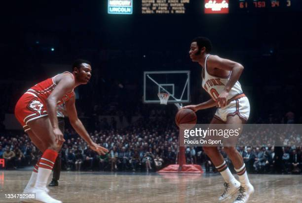 Walt Frazier of the New York Knicks dribbles the ball against the Chicago Bulls during an NBA basketball game circa 1978 at Madison Square Garden in...