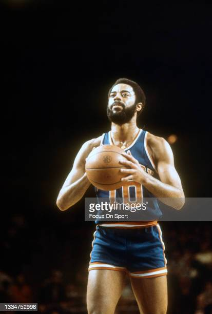 Walt Frazier of the New York Knicks shoots a foul shot against the Milwaukee Bucks during an NBA basketball game circa 1977 at the MECCA Arena in...