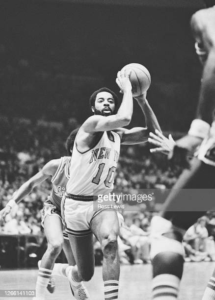 Walt Frazier, point guard of the New York Knickerbockers, maneuvers past Chicago Bulls' defenders in the NBA basketball game at Madison Square...