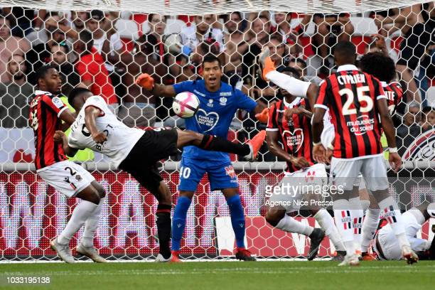 Walter Benitez of Nice during the French Ligue 1 match between OGC Nice v Stade Rennais on September 14 2018 in Nice France
