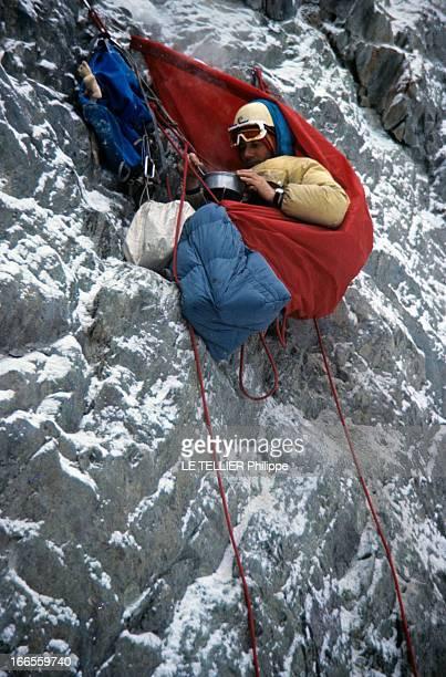 Walter Bonatti To Assault The North Face Of Mont Cervin En Suisse en février 1965 l'alpiniste Walter BONATTI reconstituant les gestes de son escalade...