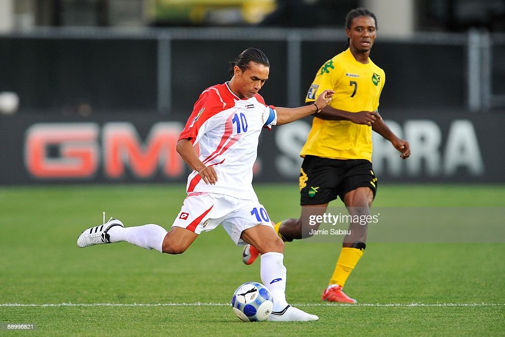 Walter Centeno #10 of Costa Rica controls the ball against Jamaica in a CONCACAF Gold Cup match at Crew Stadium on July 7, 2009 in Columbus, Ohio.