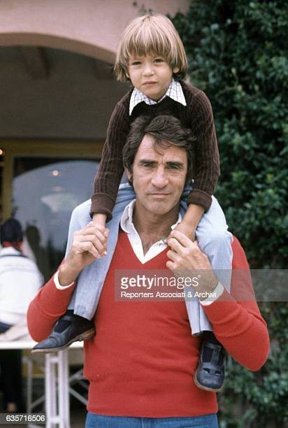 Walter Chiari Italian actor comician and TV host holding the son Simone the child he had with the Italian singer and actress Alida Chelli on his...