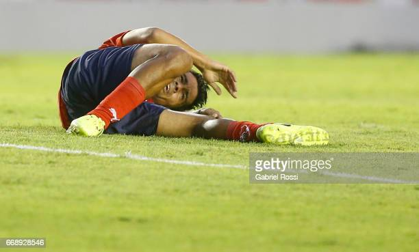 Walter Erviti of Independiente complaints about his injury during a match between Independiente and Atletico de Rafaela as part of Torneo Primera...