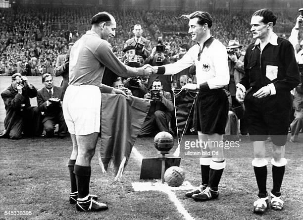 Walter Fritz *Fussballspieler 1 FC Kaiserslautern DMitglied der Nationalelf 19401958Weltmeister 1954 Laenderspiel Frankreich Deutschland in Paris die...