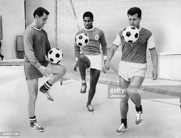 Walter Fritz in an television scene with Eusebio and Masopust