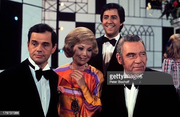 """Walter Giller, Anneliese Rothenberger,;Vico Torriani und Peter Frankenfeld ,;TV-Special """"Musik ist Trumpf"""" , Bühne, Auftritt, Moderator,..."""
