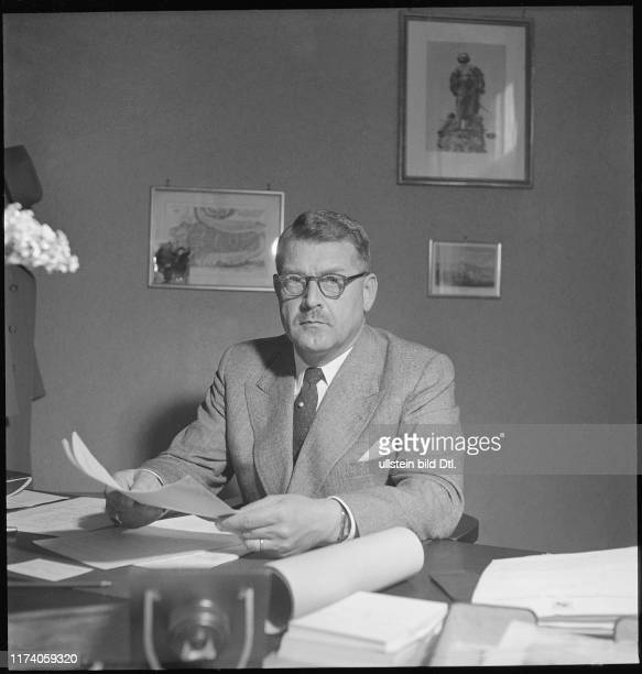 Walter H Rubli Managing director tourist office Berne 1948