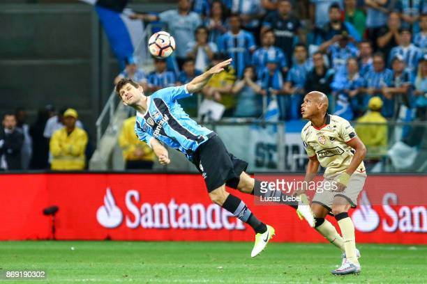 Walter Kannemann of Gremio battles for the ball against Esterilla of Barcelona de Guayaquil during Gremio v Barcelona de Guayaquil match part of Copa...