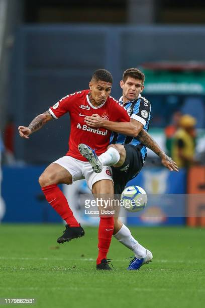 Walter Kannemann of Gremio battles for the ball against Paolo Guerrero of Internacional during the match between Gremio and Internacional as part of...