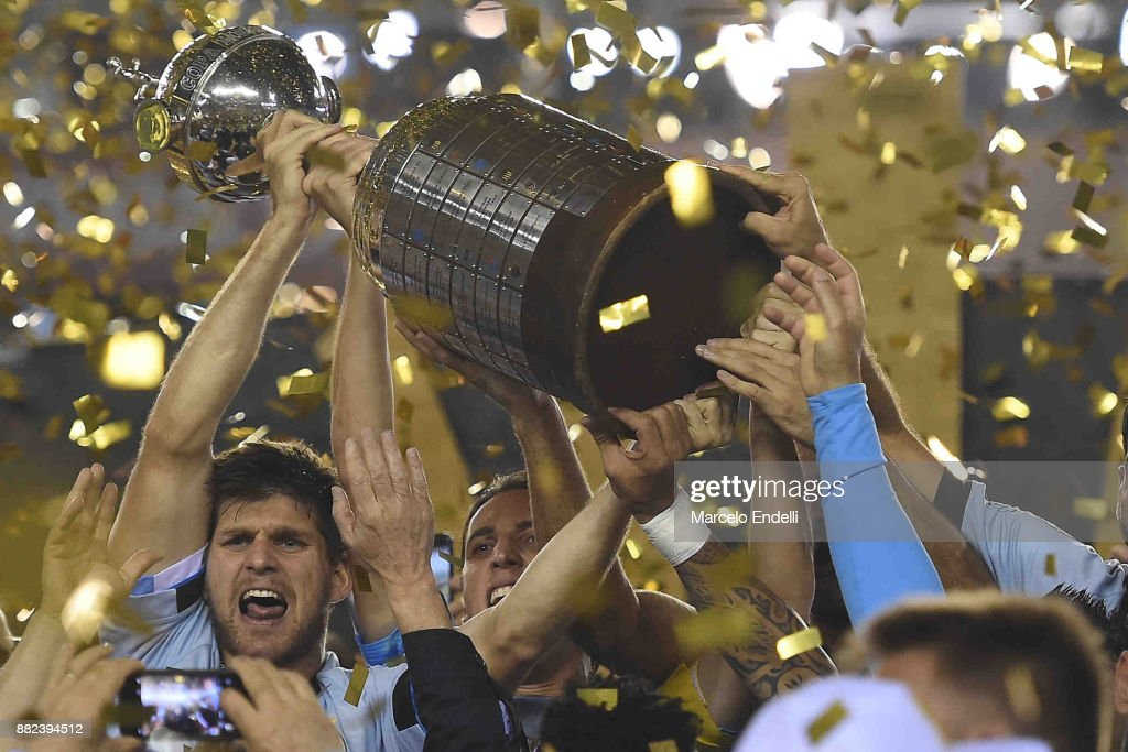 Walter Kannemann of Gremio lifts the champions trophy after the second leg match between Lanus and Gremio as part of Copa Bridgestone Libertadores 2017 Final at Ciudad de Lanus Stadium on November 29, 2017 in Lanus, Argentina.