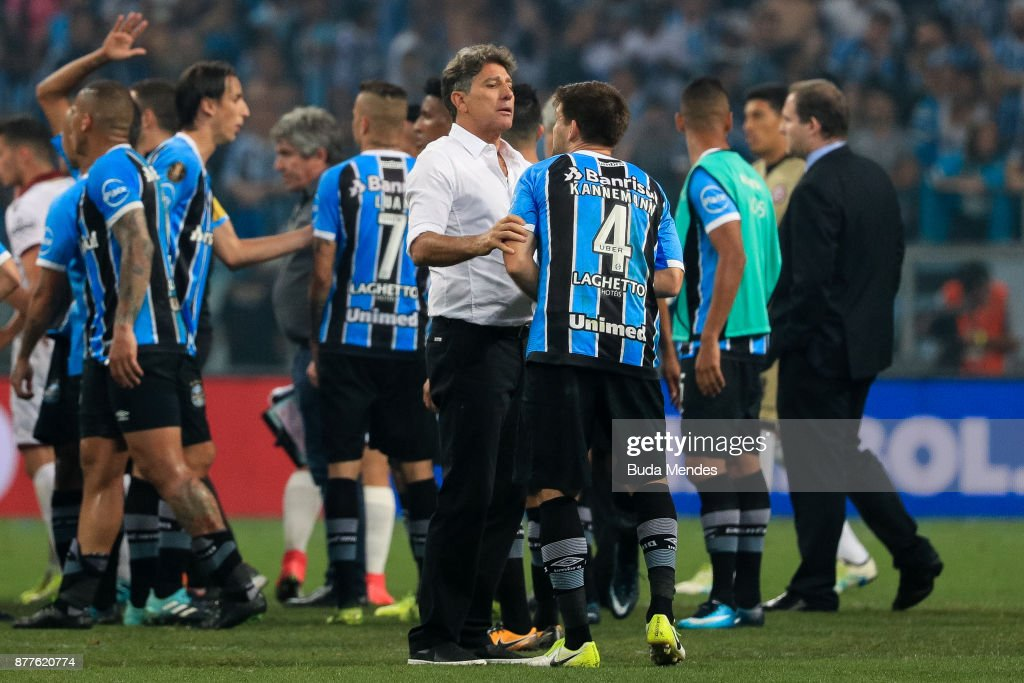 Walter Kannemann of Gremio reacts with the head coach Renato Gaucho after the first leg match between Gremio and Lanus as part of Copa Bridgestone Libertadores 2017 Final at Arena do Gremio on November 22, 2017 in Porto Alegre, Brazil.