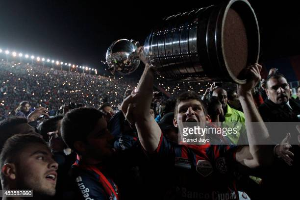 Walter Kannemann of San Lorenzo celebrates with the trophy during the second leg final match between San Lorenzo and Nacional as part of Copa...