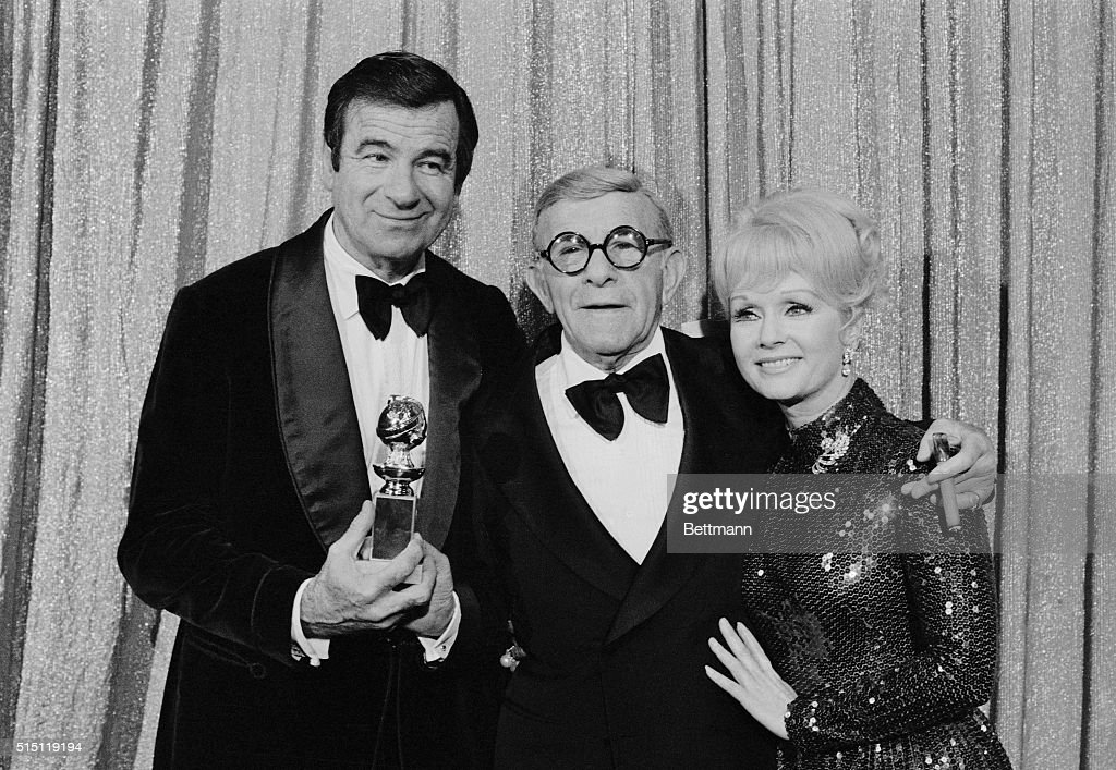 George Burns and Walter Matthau with Trophy : News Photo