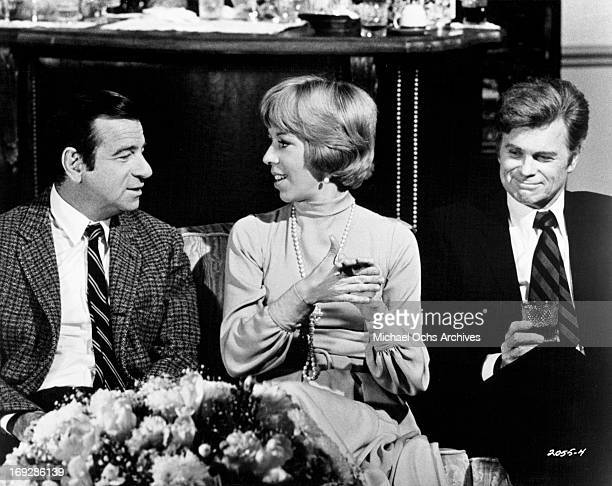 Walter Matthau Carol Burnett and Barry Nelson at a cocktail party in a scene from the film 'Pete 'N' Tillie' 1972 Photo by Universal/Getty Images