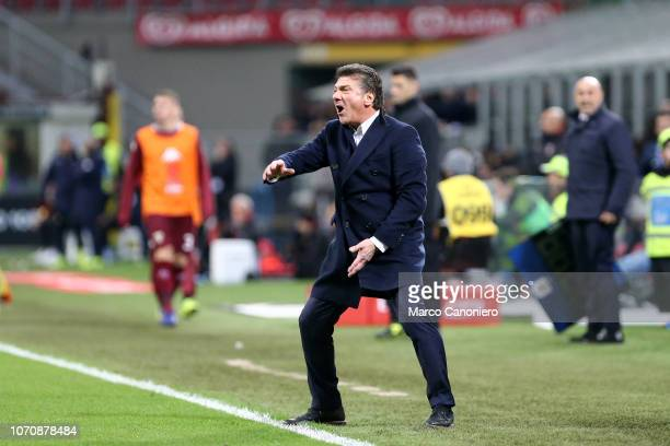 Walter Mazzarri head coach of Torino FC gestures during the Serie A football match between Ac Milan and Torino Fc The match end in a tie 00