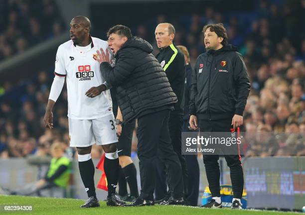 Walter Mazzarri Manager of Watford speaks to Stefano Okaka of Watford during the Premier League match between Everton and Watford at Goodison Park on...