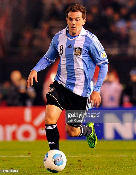 Walter Montillo of Argentina conducts the ball during a match between Argentina and Colombia as part of the South American Qualifiers for the FIFA...