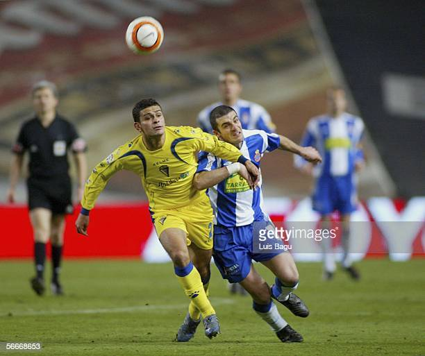 Walter Pandiani of Espanyol and Fernando Moran of Cadiz in action during the match between RCD Espanyol and Cadiz in the Spanish Cup at the Lluis...
