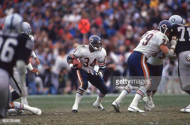 Walter Payton of the Chicag Bears circa 1987 rushes against the Los Angeles Raiders at the Coliseum in Los Angeles California