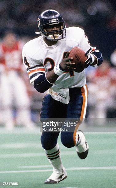Walter Payton of the Chicago Bears carries the ball against the New England Patriots during Super Bowl XX on January 26 1986 in New Orleans Louisiana