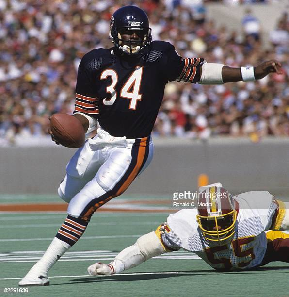 Walter Payton of the Chicago Bears carries the ball during a NFL game against the Washington Redskins on September 28 1985 in Chicago Illinois
