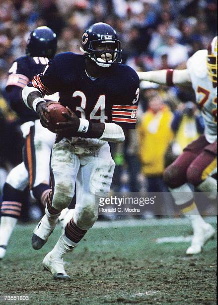 Walter Payton of the Chicago Bears carries the ball in the NFC Divisional Playoff Game against the Washington Redskins on December 30 1984 in...
