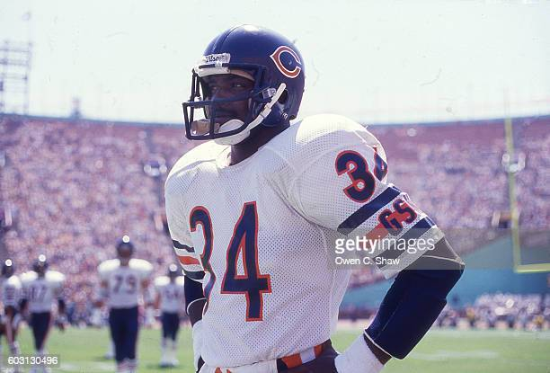 Walter Payton of the Chicago Bears circa 1987 against the Los Angeles Raiders at the Coliseum in Los Angeles, California.