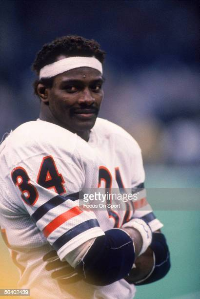 Walter Payton of the Chicago Bears stands on the field during Super Bowl XX against the New England Patriots at the Superdome on January 26, 1986 in...