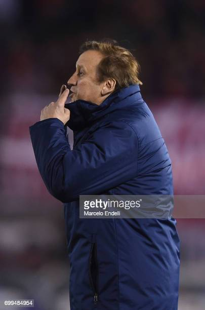 Walter Perazzo coach of Aldosivi gives instructions to his players during a match between River Plate and Aldosivi as part of Torneo Primera Division...