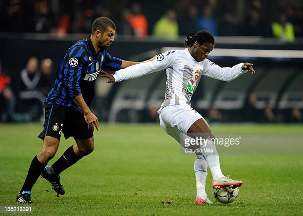 Walter Samue of FC Inter Milan and Sekou Oliseh of PFC CSKA Moskva during the UEFA Champions League, group B match between FC Internazionale Milano...