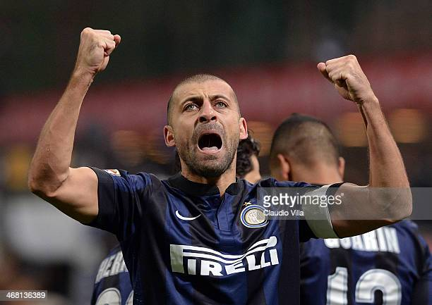 Walter Samuel of FC Inter celebrates scoring the first goal during the Serie A match between FC Internazionale Milano and US Sassuolo Calcio at San...
